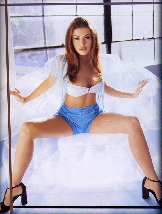 BabeStop - World's Largest Babe Site - carmen_electra106.jpg